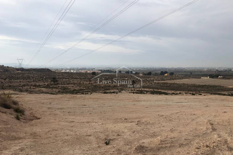 Resale - Plot of Land - La Marina